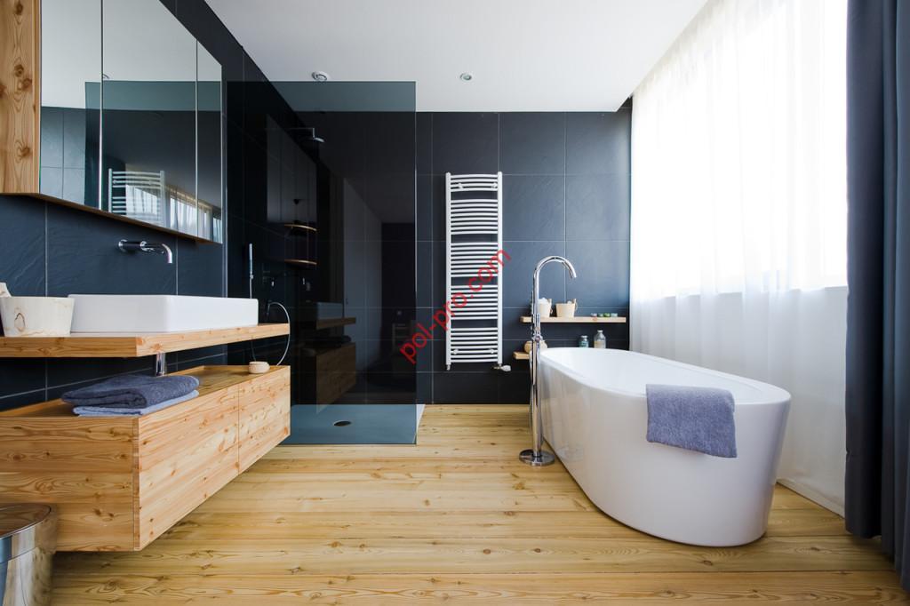 Деревянный пол в ванной