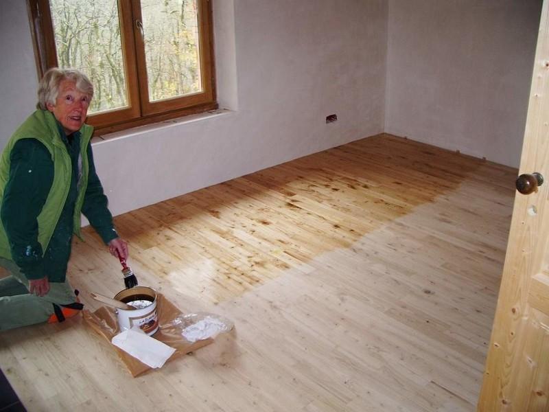 Покрытие деревянного пола лаком своими руками 45
