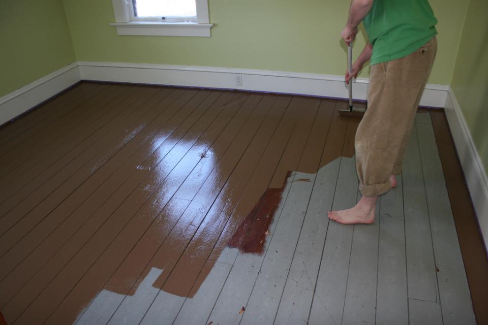 чем покрасить деревянный пол в доме