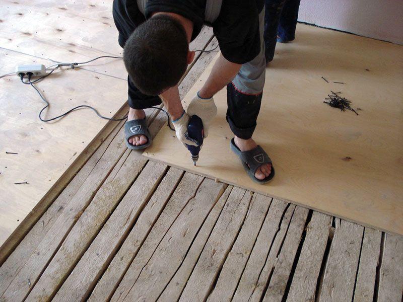 выравнивание неровного деревянного пола